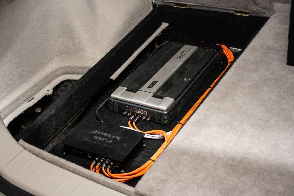 Lexus RX350 установка усилителя в багажнике Омск